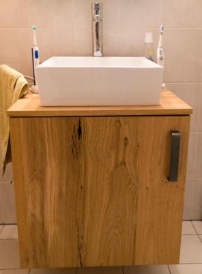 Bathroom-cabinet-met-eiken-fineer