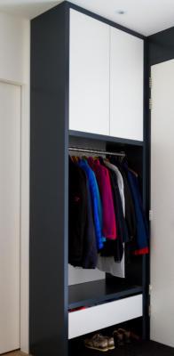 Garderobekast-met-handige-bergruimtes