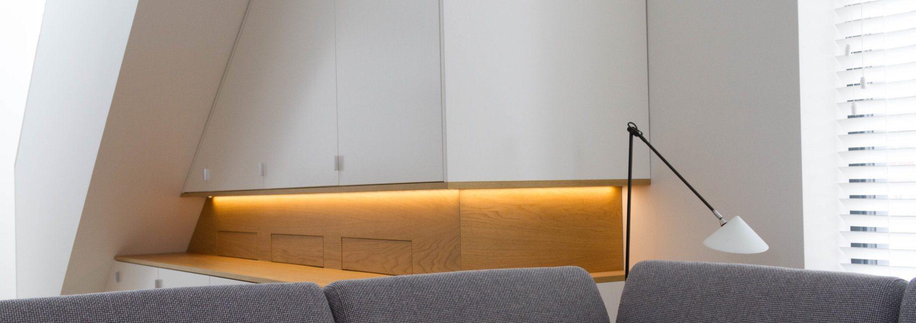 Woonkamer Kast Onder Schuin Plafond Kroon Interieurbouw