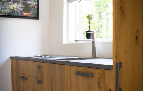 keuken-met-eiken-houtlook-fineer-fronten