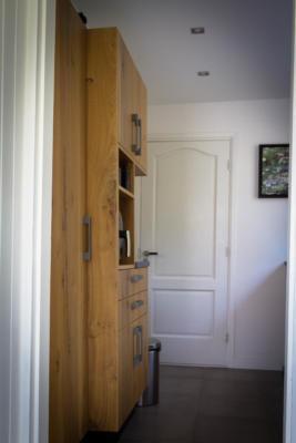 Landelijke keuken met eiken houtlook en fineer fronten.