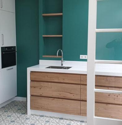 Nieuwe keuken met Hi-macs iepenhout Skylt lak